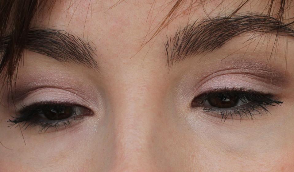 Eye makeup shimmer